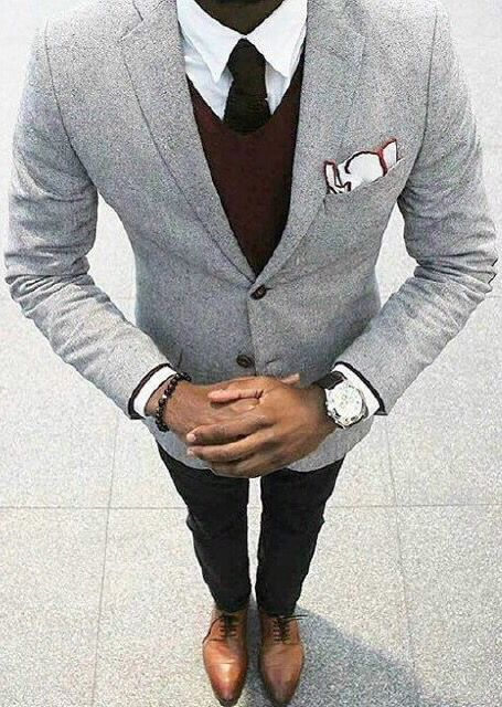 The grey suit can look rather dull, but this made has done it right and is looking extremely good!