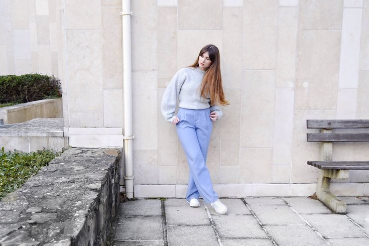 Minimal outfit: grey sweater & blue wide trousers.