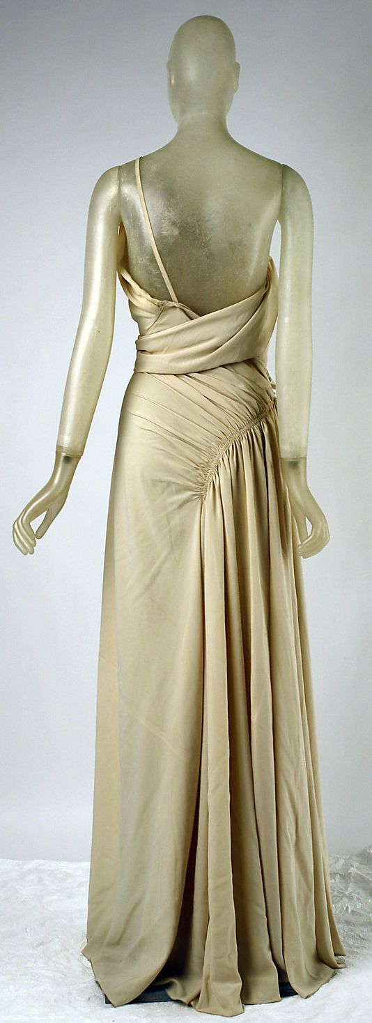Evening dress Madeleine Vionnet (French, Chilleurs-aux-Bois 1876–1975 Paris)  Date: spring/summer 1937 Culture: French Medium: silk. Back