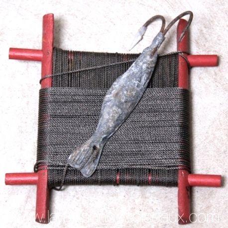 Ligne ancienne pour la pêche à la morue à Terre Neuve. Gros poisson leure en plomb de 450 grs avec double hameçon. Origine Islande