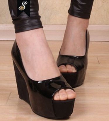 Kode : AWF-325, Nama : Wedges Selop Casual Black Glossy, Price : IDR 175