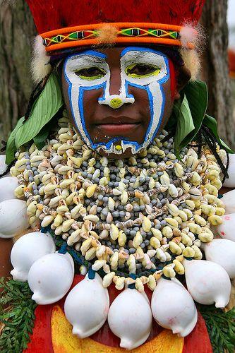 Papua New Guinea - shells decoration   Papua New Guinea , Highlands, Mount Hagen festival singsing #world #cultures