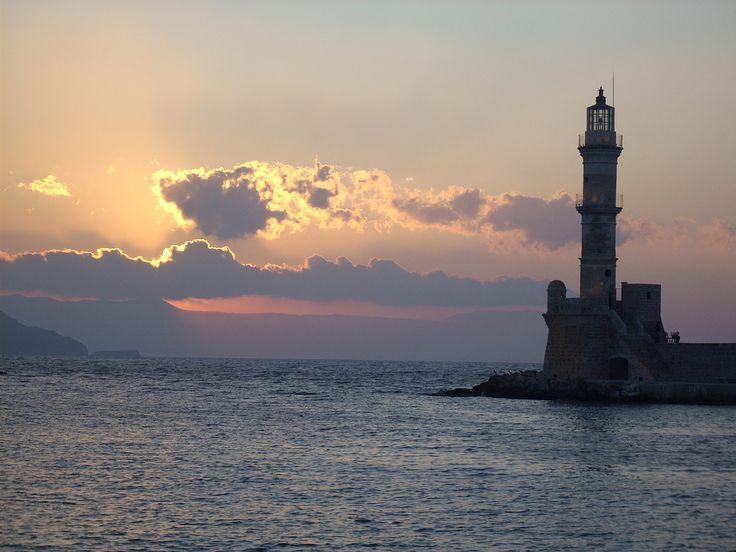 Le phare qui garde l'entrée du port de La #Canée. #Crète #Grèce