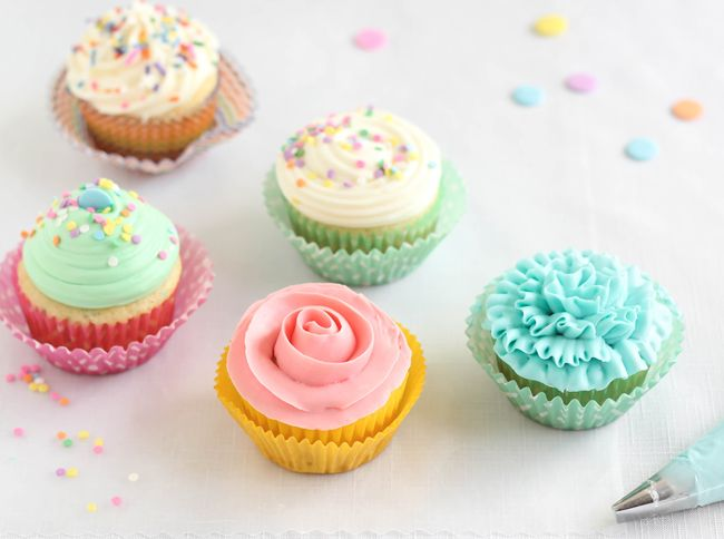 Easy Piping Techniques for Cupcakes | Sprinkle Bakes