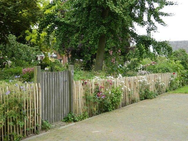 kastanje hekwerk als tuinafscheiding