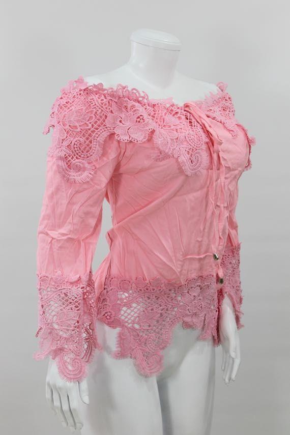Blusa algodón semi-licrado, con cordón para moño, apliques en crochet, manga suelta. - http://tuvestier.com/producto/blusa-americana-ref-006/