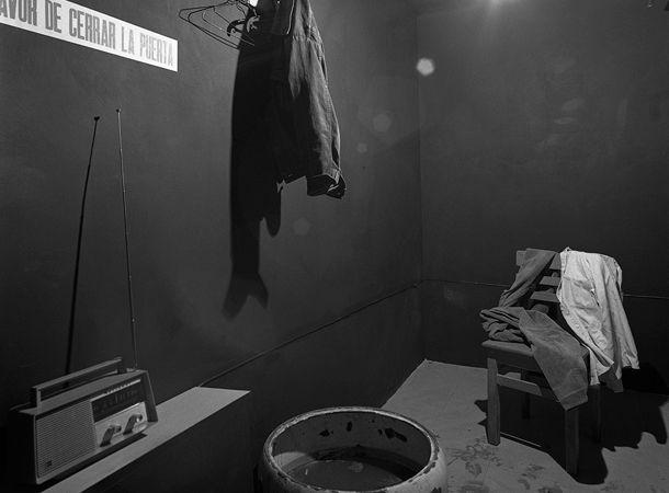 Hoy en el Museo Universitario de Arte Contemporáneo ( MUAC) podemos encontrar aquel primer trabajo entregado a la Bienal de París...