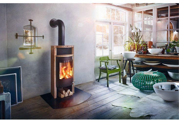 Merano to kominek wolnostojący wyposażony w moduł magazynowania ciepła.