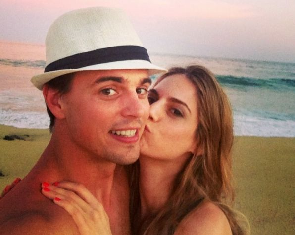 The Bold and the Beautiful's Darin Brooks and fiancée Kelly Kruger A film helped set the stage for love, met working together on set of [TV series] Blue Mountain State same acting coach, Ivana Chubbuck, said great idea to run lines & look out for her. knocked on her trailer door, she opened, I was smitten.