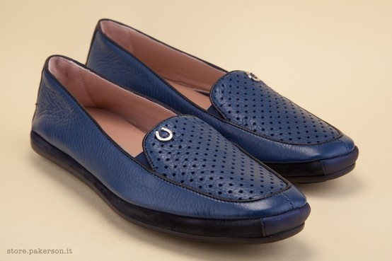Discover the unmistakable master's touch of the Pakerson shoe crafters. -  Scoprite il tocco inconfondibile delle abili mani dei maestri artigiani Pakerson. http://store.pakerson.it/woman-moccasins-22346-marino.html