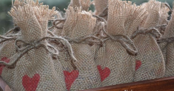 ¿Quieres preparar unos románticos y originales sacos de arroz para repartir en tu Boda?. ¿Quieres Ideas para preparar el Arroz en tu boda? En este blog encontrarás interesantes y bonitas ideas para ganarte a tus invitados. Preparamos bolsas, sacos y todo tipo de recipientes para el arroz de las bodas.