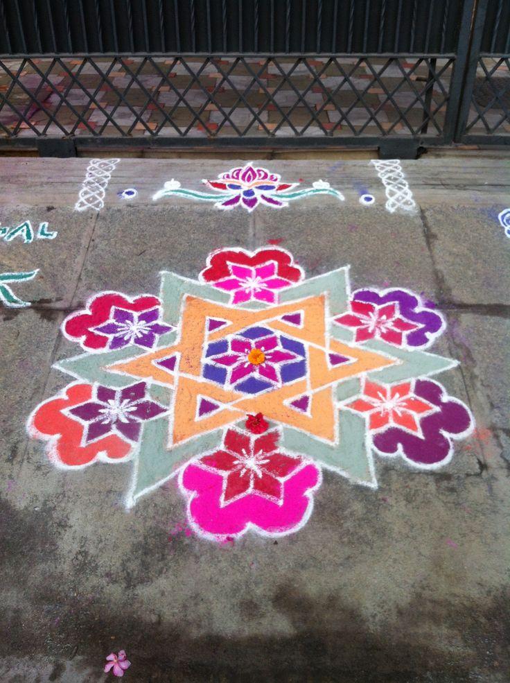 Un jour quatre kolams pongal rangoli designs for Floor rangoli design