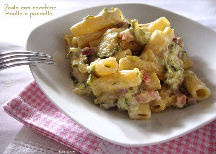 Pasta con zucchine, ricotta e pancetta http://blog.giallozafferano.it/graficareincucina/pasta-con-zucchine-ricotta-e-pancetta/