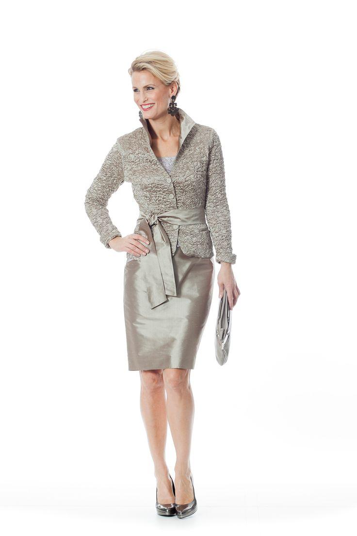 CC 829 - | Trakteer uzelf op de perfecte bruidsmoederkleding van vele topmerken. Ook specialist in mooie feest- of avondkleding.