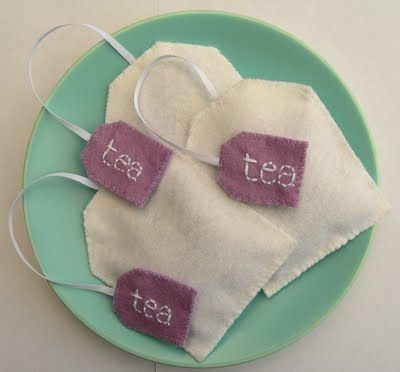 felted lavender tea bags/vilten theezakjes met lavendel (free pattern, English).