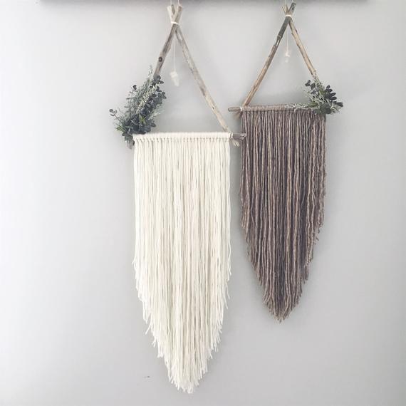 Eden + Asher Set of 2 Triangle Dreamcatchers | Boho Wallhanging | Triangle white Wallhanging | White Dream Catcher | Botanical Decor | Macra   – yarn