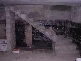 монолитная лестница в подвал.