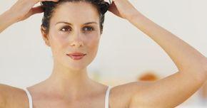 Cómo hacer un exfoliante tonificante para el cuero cabelludo