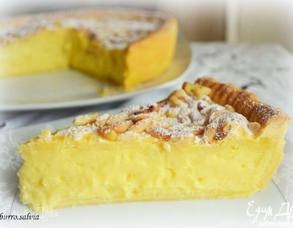 «Бабушкин торт» (Torta della nonna)  Приготовьте на десерт традиционный итальянский «бабушкин торт». Легкое песочное тесто и нежный заварной крем образуют интересное вкусовое сочетание. Вам обязательно понравится! #готовимдома #едимдома #кулинария #домашняяеда #торт #выпечка #пирог #заварнойкрем #тестопесочное #вкусно #сладко #итальянскийдесерт #легкоприготовить #чаепитие