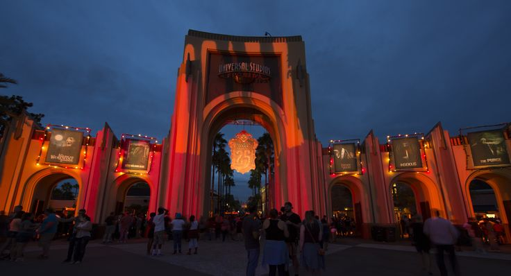 Our insider's guide to Halloween Horror Nights 26 at Universal Studios Florida in Orlando is the definitive guide to this frightful event. Details, free advice, and so much more.