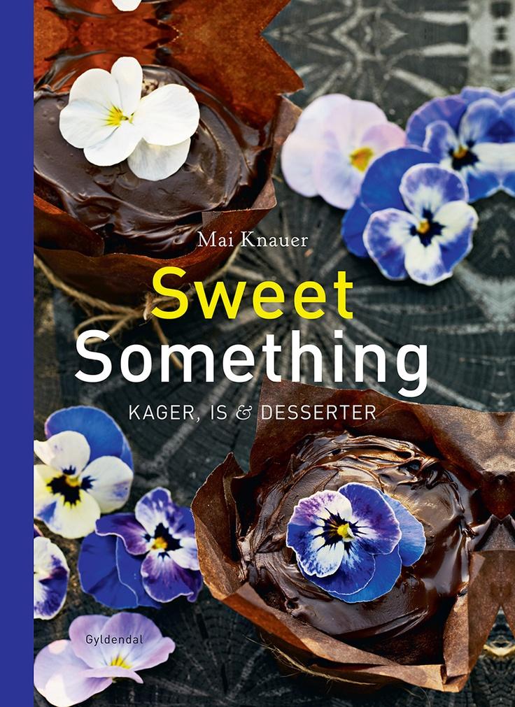 'Sweet Something' indeholder opskrifter på store og små kager, desserter, frugtgrød, syltetøj, varme drikke og kold saft. Opskrifterne er enkle at tilberede og kan laves af såvel nybegyndere som øvede i det søde køkken.