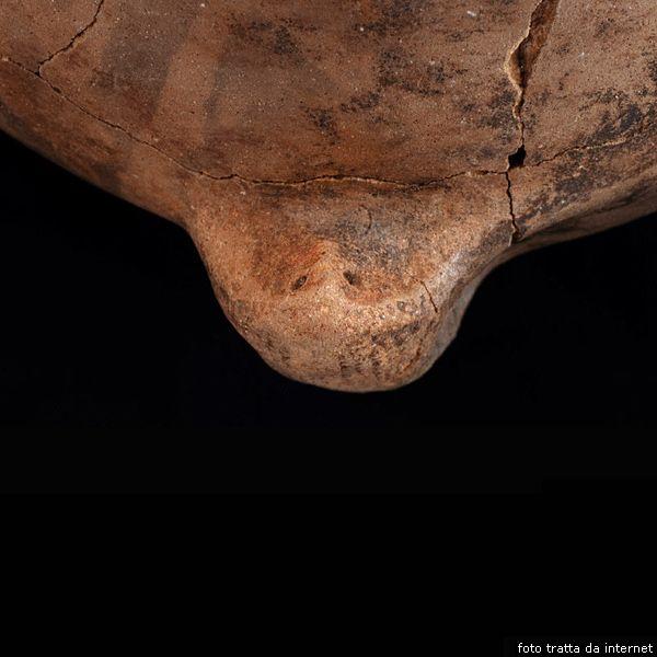 Vaso con rappresentazione di un viso umano, da Grotta Verde, Alghero (SS)