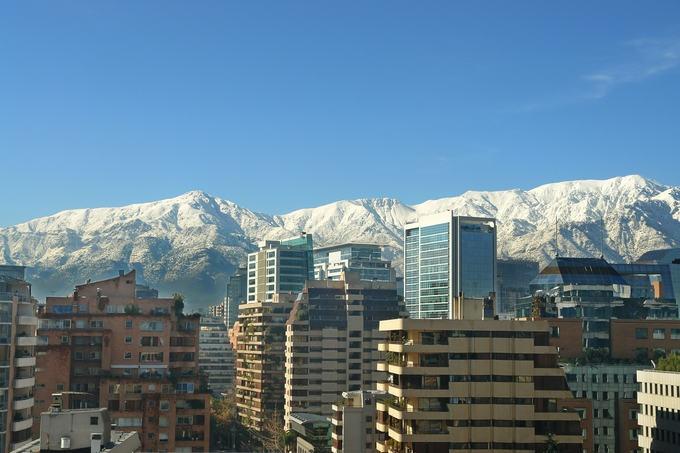 Chile - Vista da cordilheira nevada e cidade de Santiago