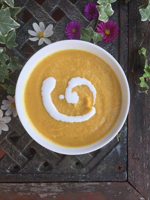 baked pumpkin-garlic-coconut soup with cinnamon and chilli. Vegan <3 zupa-krem z pieczonej dyni i czosnku na mleku kokosowym z dodatkiem cynamonu i chilli, wersja wegańska :)