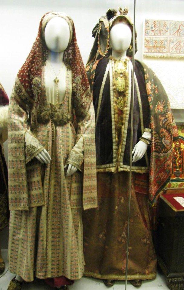 Παραδοσιακή Νυφική φορεσιά από την Κω και γιορτινή από την Σύμη.