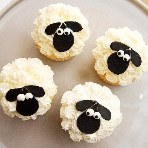 We know today's treat will have you feeling 'sheepish' but don't - not only are these sheep cupcakes delicious and adorable, they're easy to make too! Follow the link up there ☝ Photo by @mhp_eats