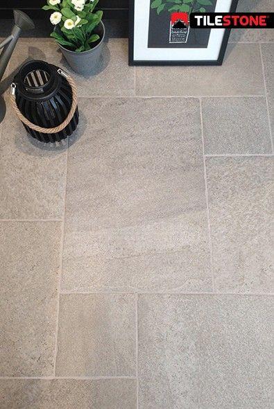 impermo lichtgrijze volkeramische vloertegel met natuursteen look in legverband