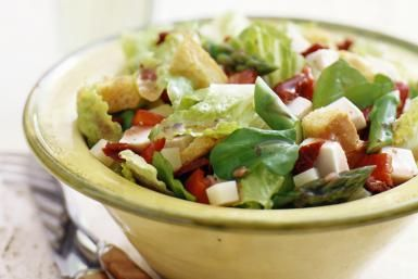 Basic Tossed Salad With Homemade Croutons and Red Wine Vinegar Dressing: Tossed Salad With Croutons