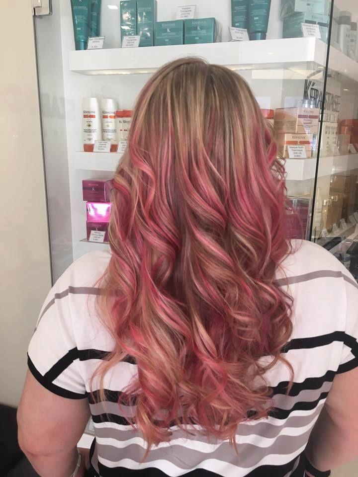 Különleges pink balayage ombre készült szalonunkban! Hogy tetszik? Profi szakembereink Neked is elkészítik :) Jelentkezz be hozzánk: http://szaboimre.hu/bejelentkezes/