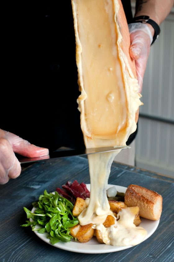 The Raclette Suisse in action.