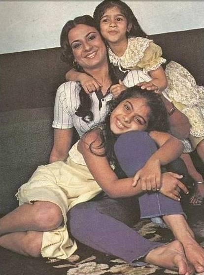 Tanuja with daughters Kajol and Tanishha
