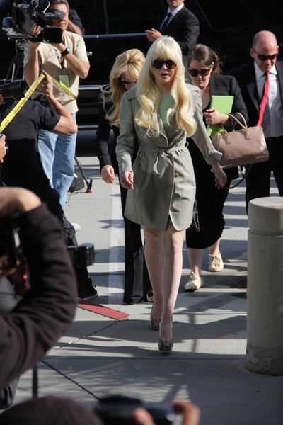 Lindsay Lohan goes green at court appearance