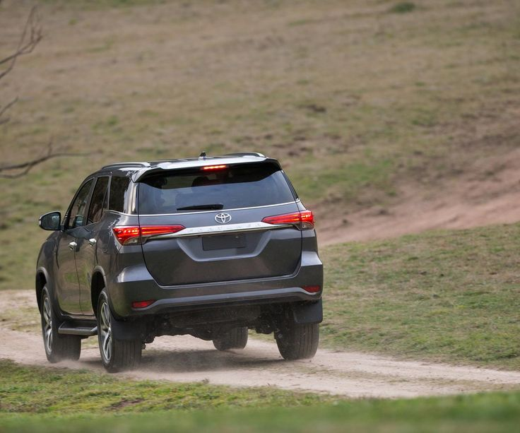 2017 Toyota 4Runner limited - spy photos show soon release date of the popular SUV. Find out the price figures and interior shots.