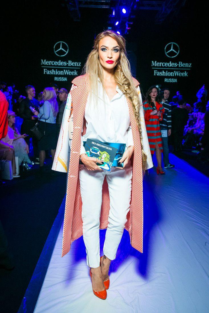 Алена Водонаева уже надевала это пальто в Москве, на показ Вики Смоляницкой в рамках MBFW Russia