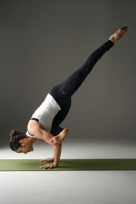 Flying pigeon pose- work in progress | Yoga Girl | Pinterest