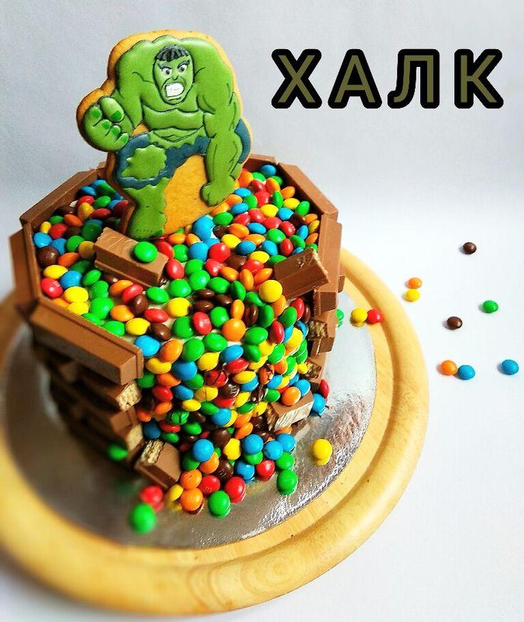 Торт для мальчика Халк M&M's Kit kat Hulk