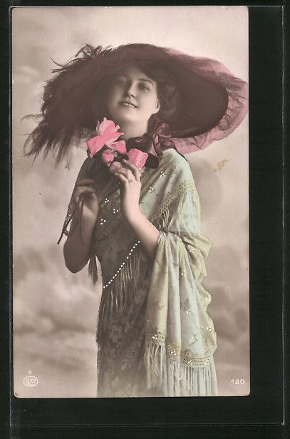 Onlineshop for old Postcards. Postcard from Postcards > Motifs / Themes > Ladies / Woman / Fashion > Ladies / Woman with hat: AK Junge Dame mit modischem Hut und Rose. old postcard Number: 7271032. Secure purchase: unrestricted right of recall.