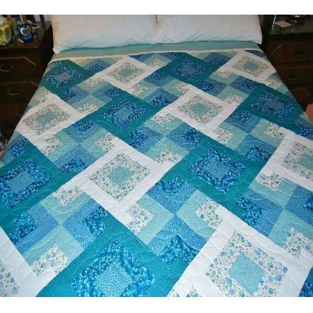 Crosscut Triangle bed quilt - attractive quilting pattern using six colours