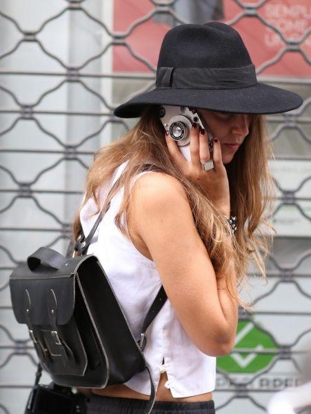 Leren rugtas & kekke iPhone-hoes @ Milaan Fashion Week s/s 2015
