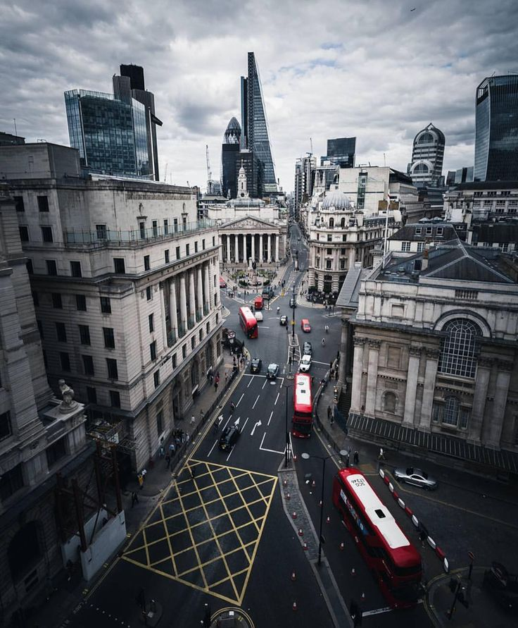 "LONDON (@london) on Instagram: ""Simply @rontimehin  || #thisislondon #bank"""