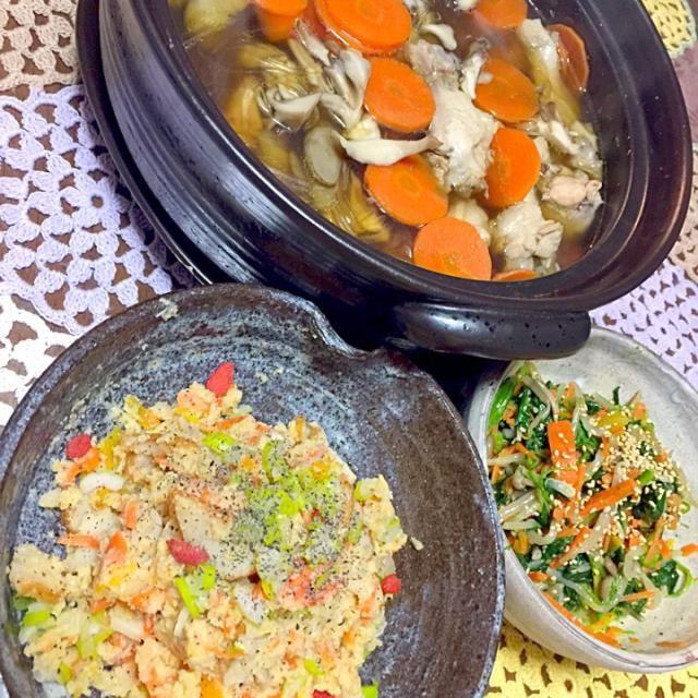 どれも素朴ですが、我が家のママの味という事で(^^;; - 17件のもぐもぐ - 野菜たっぷり。しょっつる鍋、卯の花、いろどりナムル by 村越ちあき