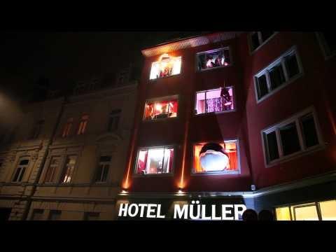 """""""Rotkäppchen vs. Der böse Wolf - Deutsche Romantik trifft Streetart""""    Video: Rotkäppchen Inszenierung"""