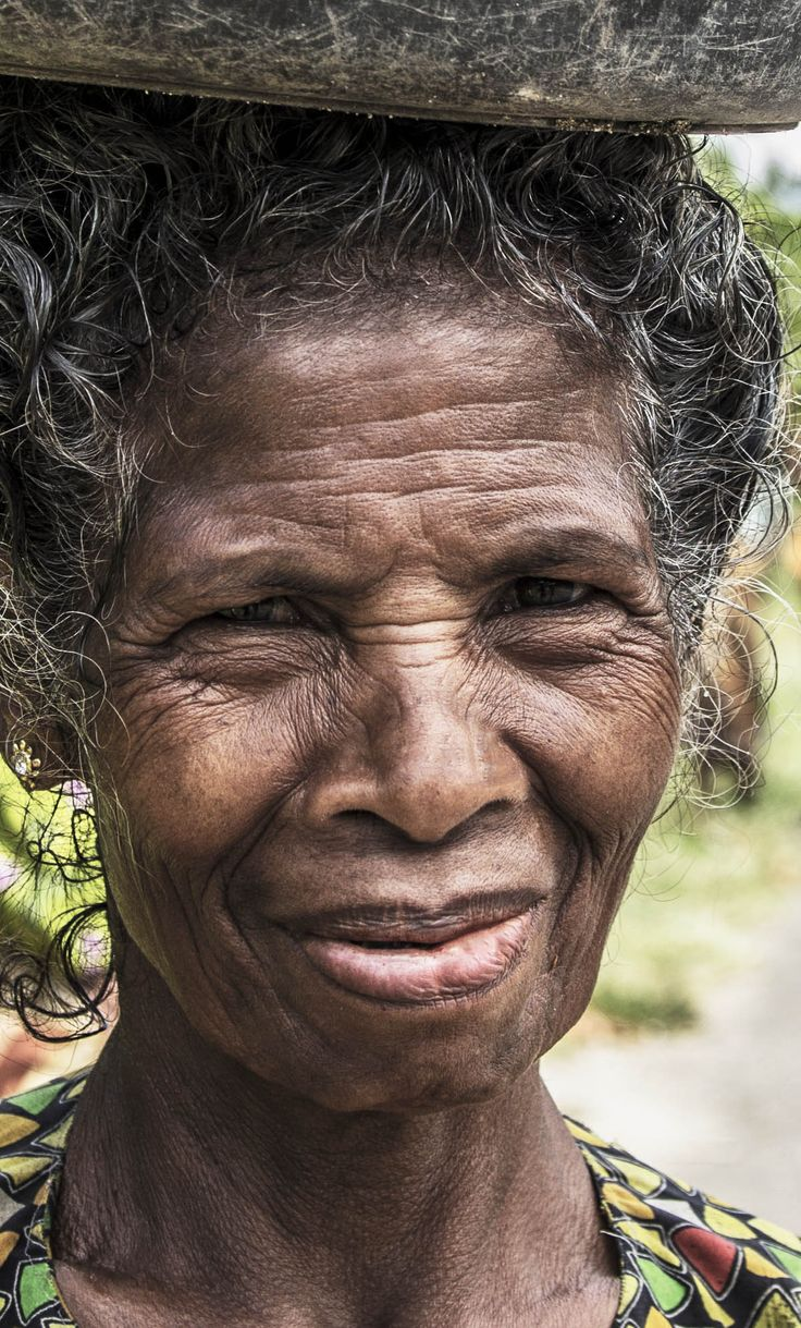 Flores woman - Indonesia - Maumere