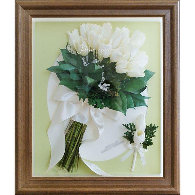 過去この時期に制作させていただいた作品よりご紹介(*^-^*) 白いチューリップをギュッと束ねたクラッチブーケを保存加工させていただきました🌷 1種類だけのお花を束ねたシングルブーケもシンプルでとっても素敵ですね! お届け後、花嫁さまより嬉しいメッセージを頂戴しました。 『開けてみて本当に綺麗でビックリしました。 とても気に入っていたので、こんなに素敵に残せる事を嬉しく思います。  色々とお手数お掛けしましたが…本当にあ
