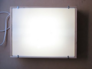Instructions to make your own high-quality lightbox for tracing. Really want one of
