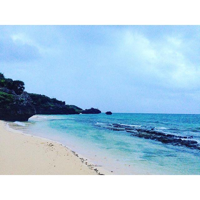 【0.1kg】さんのInstagramをピンしています。 《#海 #砂浜 #beach #Sea #夏休み #休み #休暇 #旅 #バカンス #vacances #trip #沖縄 #石垣島 #竹富島 #夏 #summer #vacation #雨 #早朝》